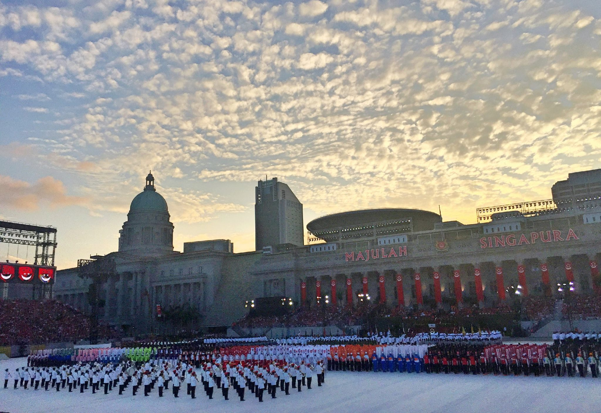 Photo of Singapore's 50th Jubillee Dress Rehearsal, found on PM Lee Hsien Loong's Facebook page, courtesy of Dr. Yuen Siu Mun)